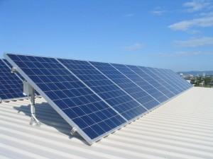 Investeren in zonnepanelen: financieel een hoger rendement dan van een spaarrekening